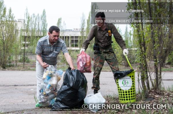 Уборка мусора в Припяти
